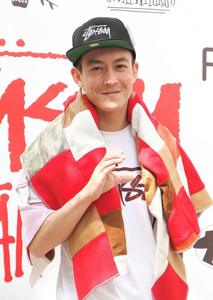 2000年代初頭、若手俳優として勢い凄まじかった香港のエディソン・チャン(39)。その後ファッション業界に進出すると、ストリートブランド「CLOT」のプロデュースやセレクトショップ「JUICE」の運営で大成功! 自身もアイコンとなり、エネルギッシュな活躍を見せている。