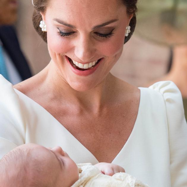 英王室ルイ王子の洗礼式に、ウィリアム王子一家をはじめロイヤルメンバーが集結