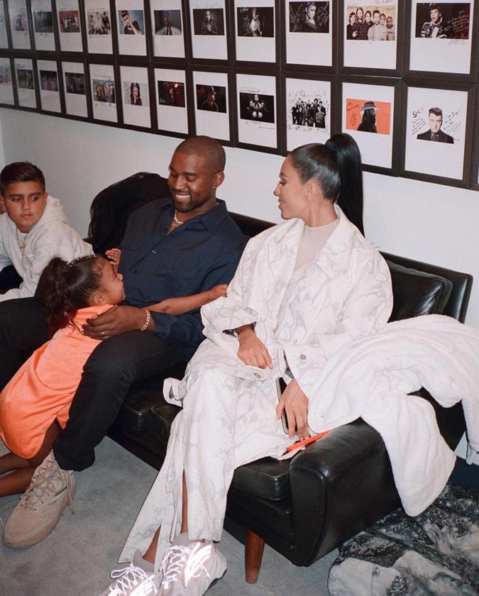 3人の子どもをもうけ、良好な夫婦関係を築いている。