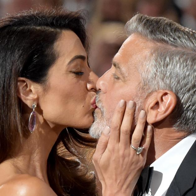 アマル・クルーニー、AFI授賞式で夫ジョージの涙を誘う、感動スピーチを披露!