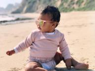 正真正銘のセレブベビー! クロエ・カーダシアンの娘トゥルーちゃん、貫禄たっぷりのサングラス姿を披露