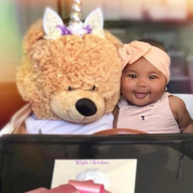 生後4カ月にして愛車はベントレー!? クロエ・カーダシアン、娘の可愛すぎる写真を投稿
