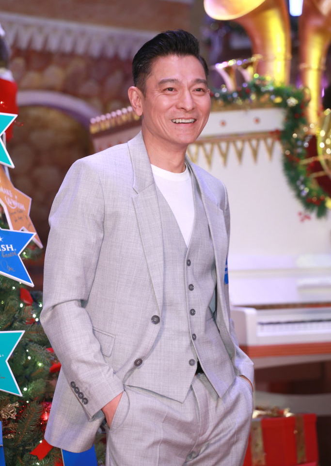 同年代のトニー・レオンとともに、香港映画の第一線で活躍してきたアンディ・ラウ(58)。ヒーロー、悪役、3枚目など、どんなキャラクターもモノにするカメレオン俳優ぶりで、これまで出演した作品数はなんと100本以上! 年を重ねるごとに味が出て、かっこよさにも拍車がかかる⁉︎