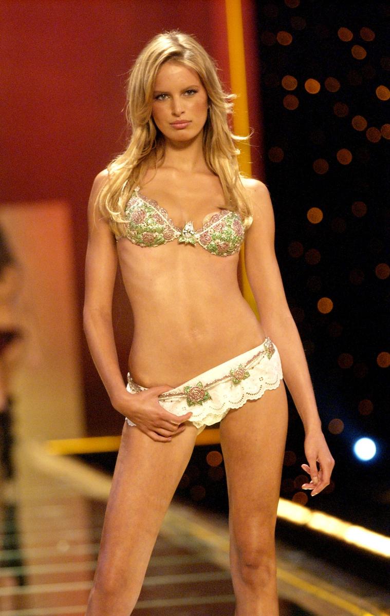2002年、カロリナ・クルコヴァが着用した「スター オブ ヴィクトリア ファンタジー ブラ」(約11.2億円)。ルビーでローズを、エメラルドでリーフを描き、ロマンティックなイングリッシュガーデンをイメージしているそう。