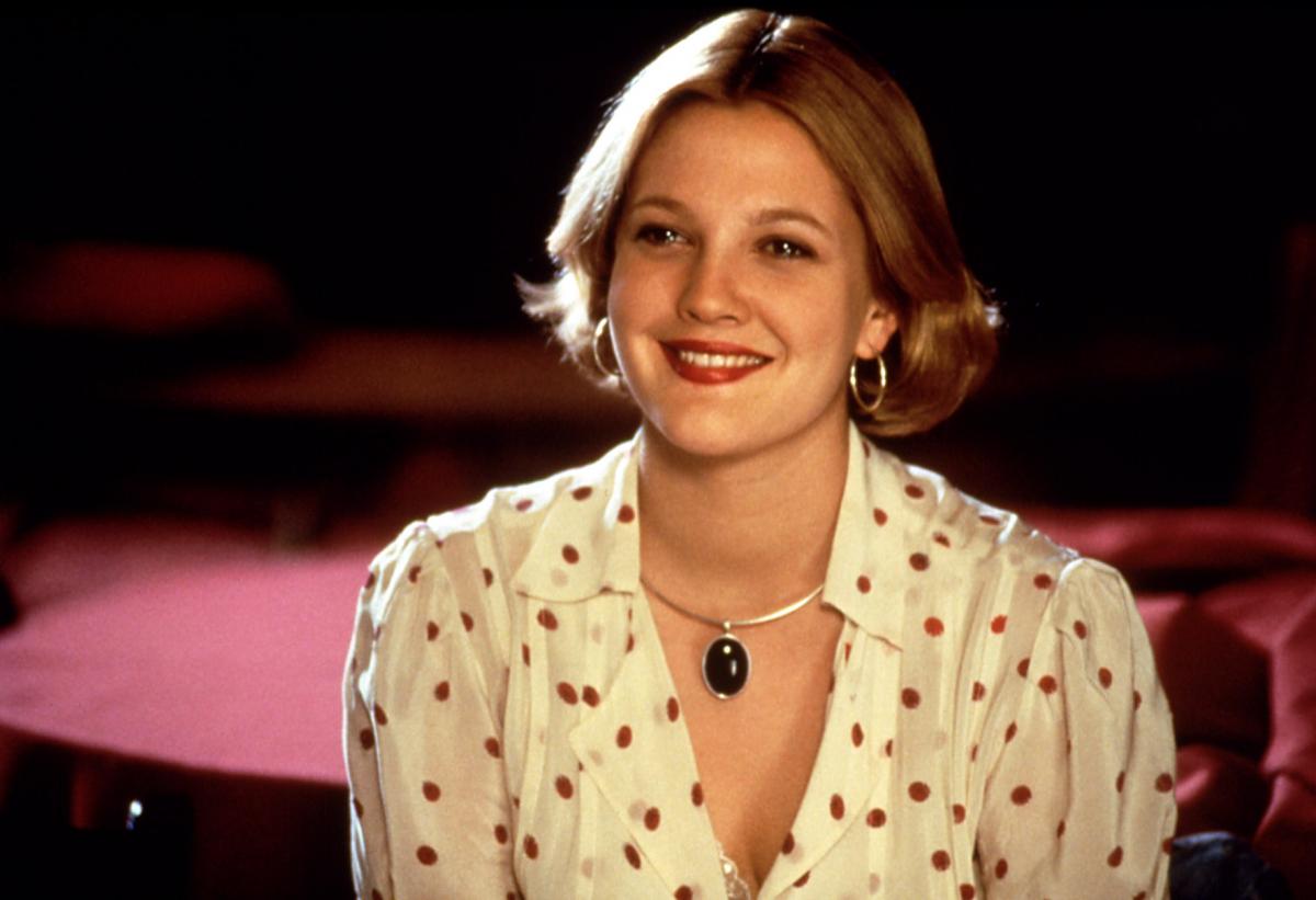 「ドリュー・バリモアには道を踏み外した元名子役というイメージしかなかったため、この作品で演じた清純派女子とのギャップに仰天した思い出が! 1985年が舞台なので、80年代のヒット曲がふんだんに流れるのが魅力。当時のMTVを観ているようで、すごく楽しい!」(ライターO)