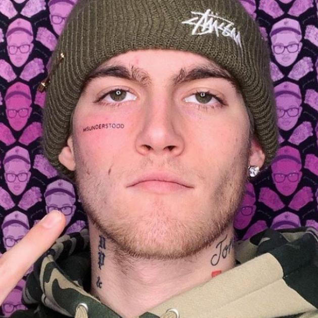 シンディ・クロフォードの息子が顔面にタトゥー! 殺到する批判コメントに反撃