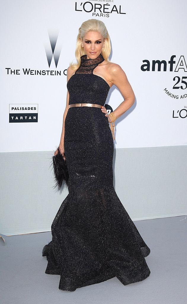 2011年、ロレアルのキャンペーンモデルに選ばれたグウェン。イベントではあえてアイコニックな赤リップをせず、ナチュラルメイクでカメラの前へ。シックなドレスとともに、ビューティクイーンとして新たな魅力を炸裂させた。