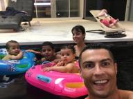 ワールドカップ出場を控える4児のパパ、クリスティアーノ・ロナウドの仲良しファミリーフォトにほっこり