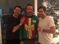アグリーセーターを着たライアン・レイノルズ、ヒュー・ジャックマンに笑われる
