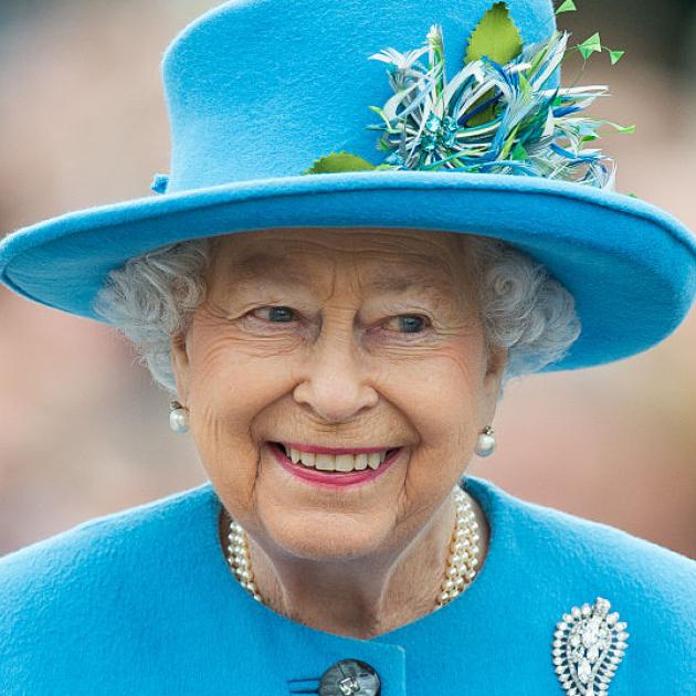 エリザベス女王のドレスが、ゲストとカブった! 偶然のマッチングコーデに話題騒然 - セレブニュース | SPUR