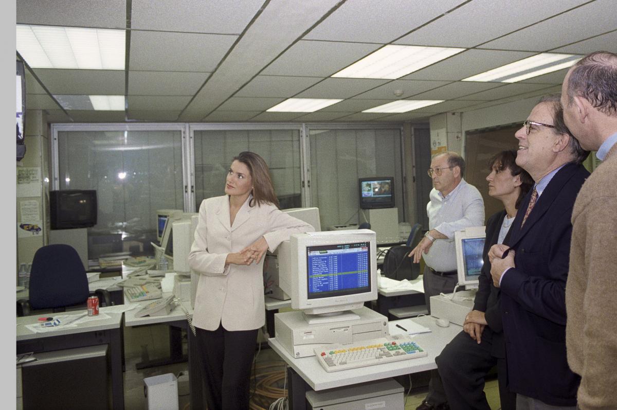 大学でジャーナリズムの学士号を取得したレティシア妃。念願のジャーナリストとなり、CNN+のスペイン支局などで着々とキャリアを積む。プライベートでは、10年間の交際を経てアロンソと結婚! (1997年)Photo:Agencia EFE/アフロ