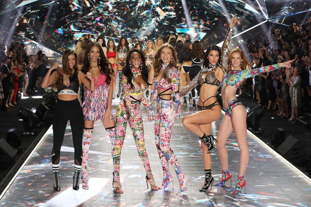 ジジ&ベラ・ハディッド姉妹、ケンダル・ジェンナー、ウィニー・ハーロウなど、旬のモデルが集結した2018年。はじける笑顔がたまらない!
