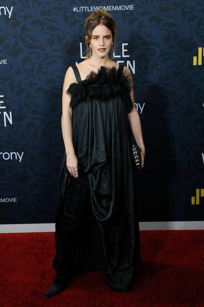 映画『若草物語』のプレミアイベントに、エマ・ワトソンが出席! およそ2年ぶりとなるレッドカーペットとあって、大きな注目を集めた。
