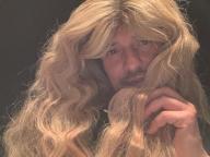 華麗に変身したケイティ・ペリーに対抗? オーランド・ブルームが衝撃のロン毛姿を公開