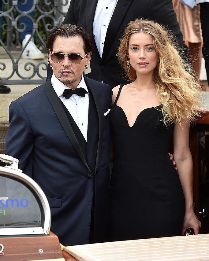 しかし夫婦生活は長くは続かず、ジョニーからの暴力を理由にアンバーが離婚を申請。