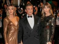 シルヴェスター・スタローンご満悦! 美しい妻と娘に囲まれてレッドカーペットに登場