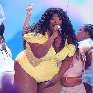 キス寸前のパフォーマンスにステージを揺らす腰振りダンス!「2019 MTV VMA」をレポート