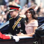 ロイヤルファミリー大集結! エリザベス女王の誕生日を祝福するパレードが開幕