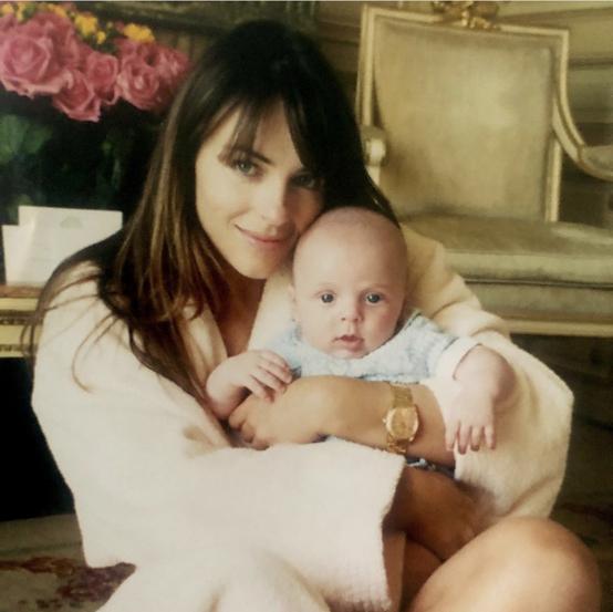 ダミアンは、当時エリザベスが交際していた不動産王スティーブ・ビン(55)との間にもうけたひとり息子。Photo:Instagram(@elizabethhurley1)