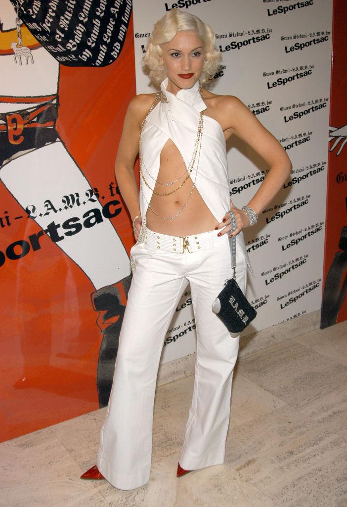そんな絶好のタイミングでローンチしたのが、ファッションブランド「L.A.M.B.」。イベントには、勝負カラーともいえる白のパンツルックで登場! 愛用セレブはパリス・ヒルトン(38)やハイディ・クルム(46)など、ビッグネームばかり。