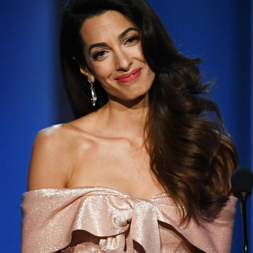 ハリウッド女優も黙る美貌と本物の知性! アマル・クルーニーの華麗なファッションに迫る