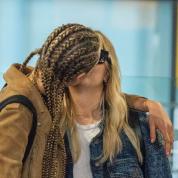カーラ・デルヴィーニュに新たな交際が発覚⁉︎ 噂の恋人と空港で熱烈キス