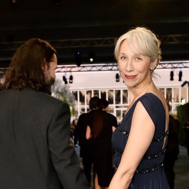 キアヌ・リーブスの恋人、「白髪の美女」アレクサンドラ・グラントが髪を染めない理由とは?