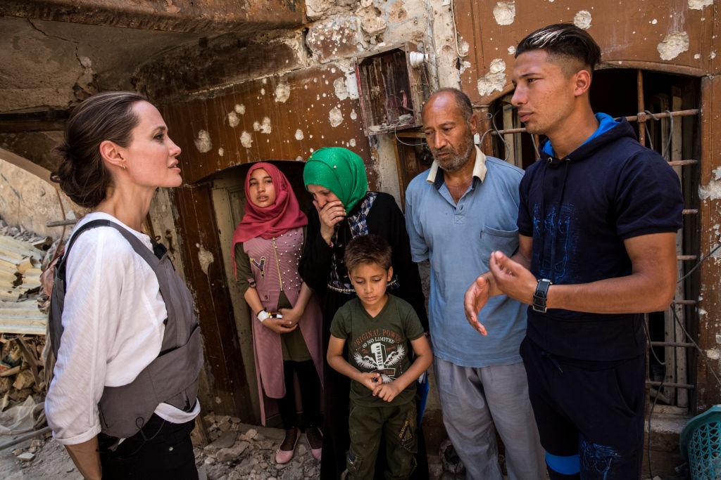 国際連合の難民問題を扱う機関「UNHCR」の特使として数十カ国以上を訪問。
