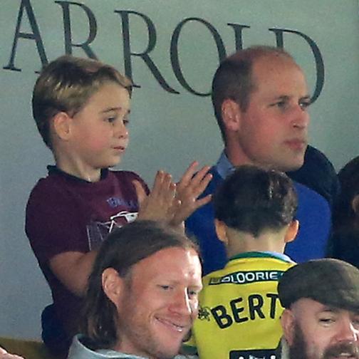 ジョージ王子が初サッカー観戦に大興奮! 親子でアストン・ヴィラを熱烈応援