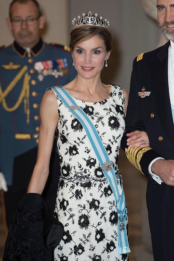 王妃となったレティシア妃の美しさは止まるところを知らず。一部ではお直しをしたと整形疑惑がささやかれるも、その完璧なプロポーションは圧巻。2014年には、ほかのセレブやスターに並び、彼女のバービー人形が作られるまでに!