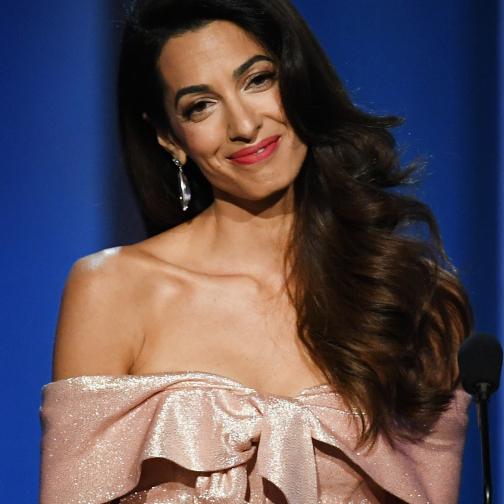 ハリウッド女優も黙る美貌と本物の知性。アマル・クルーニーの華麗なファッションに迫る