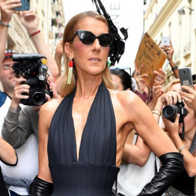 セリーヌ・ディオン、ランウェイ顔負けのスタイルでパリを席巻! めくるめく12ルックを披露