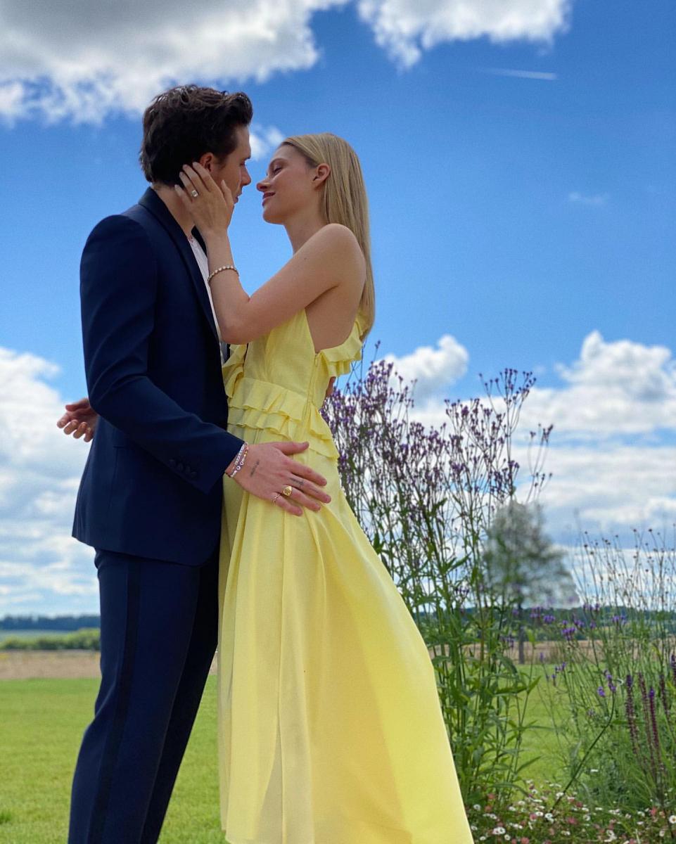 当のブルックリンは、女優のニコラ・ペルツ(25)と婚約を発表。そんな中飛び込んできた元恋人のニュースに、内心ヒヤヒヤ?