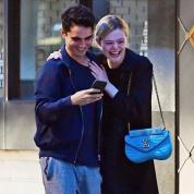 エル・ファニングに新恋人⁉︎ ロンドンでデート現場がキャッチされる