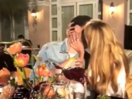クリステン・スチュワートと交際中のステラ・マックスウェル、男性とのキス現場をキャッチされる