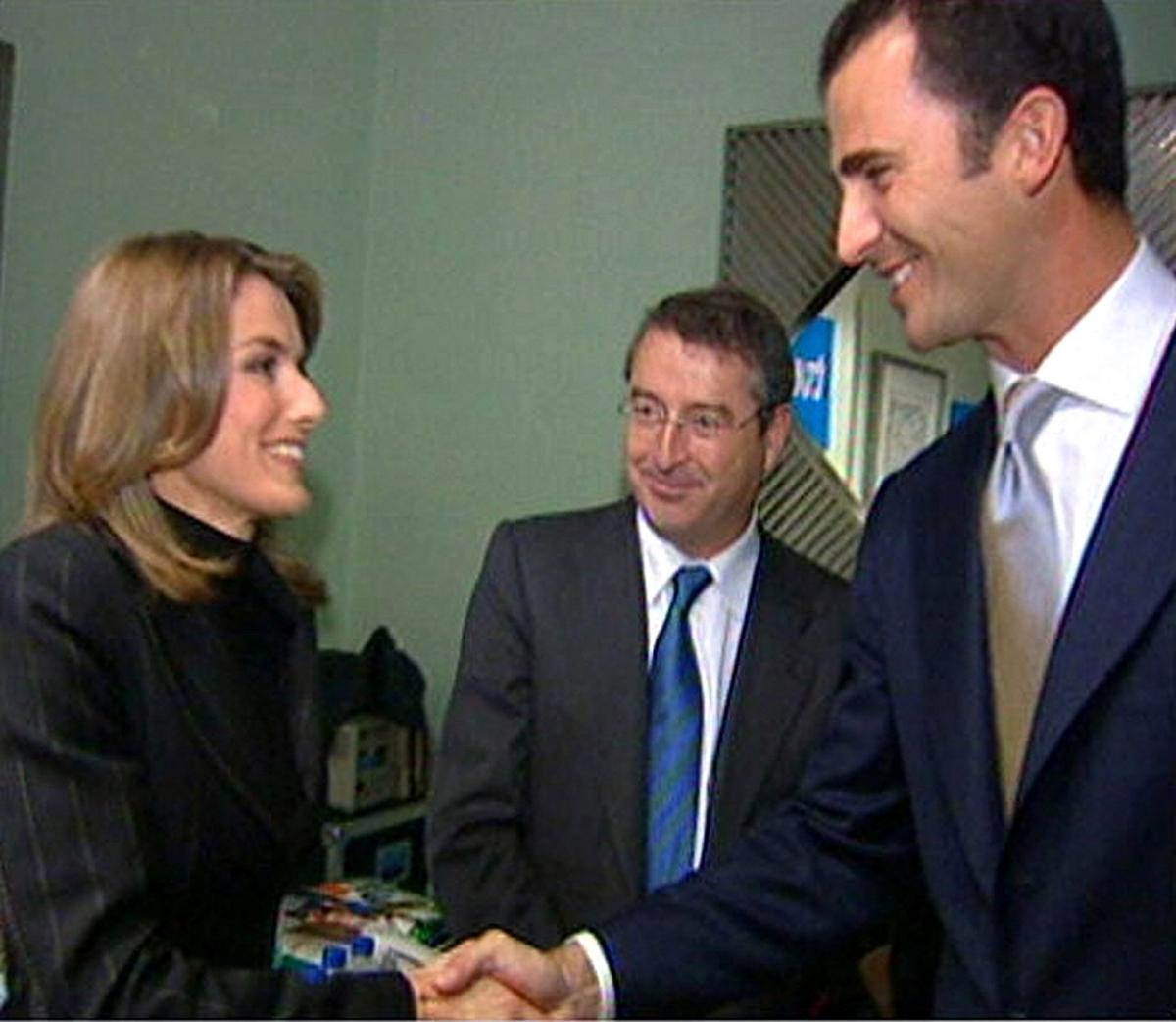 2002年10月、知り合いのジャーナリスト宅で開かれた夕食会に出席したレティシア妃は、当時皇太子だったフェリペ6世と出会う。ふたりはすぐに意気投合し、のちに交際がスタート! Photo:TVE/ロイター/アフロ