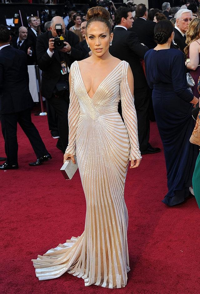 2012年、第84回アカデミー賞にて。ズハイルムラドのドレスをまとったジェニファー・ロペス