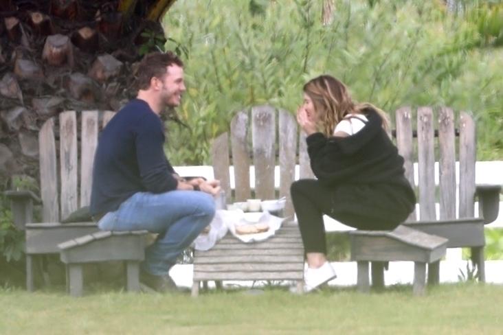 6月17日(現地時間)、カリフォルニア州サンタバーバラの公園で、俳優クリス・プラットのピクニックデートの様子をキャッチ! Photo:Backgrid/アフロ