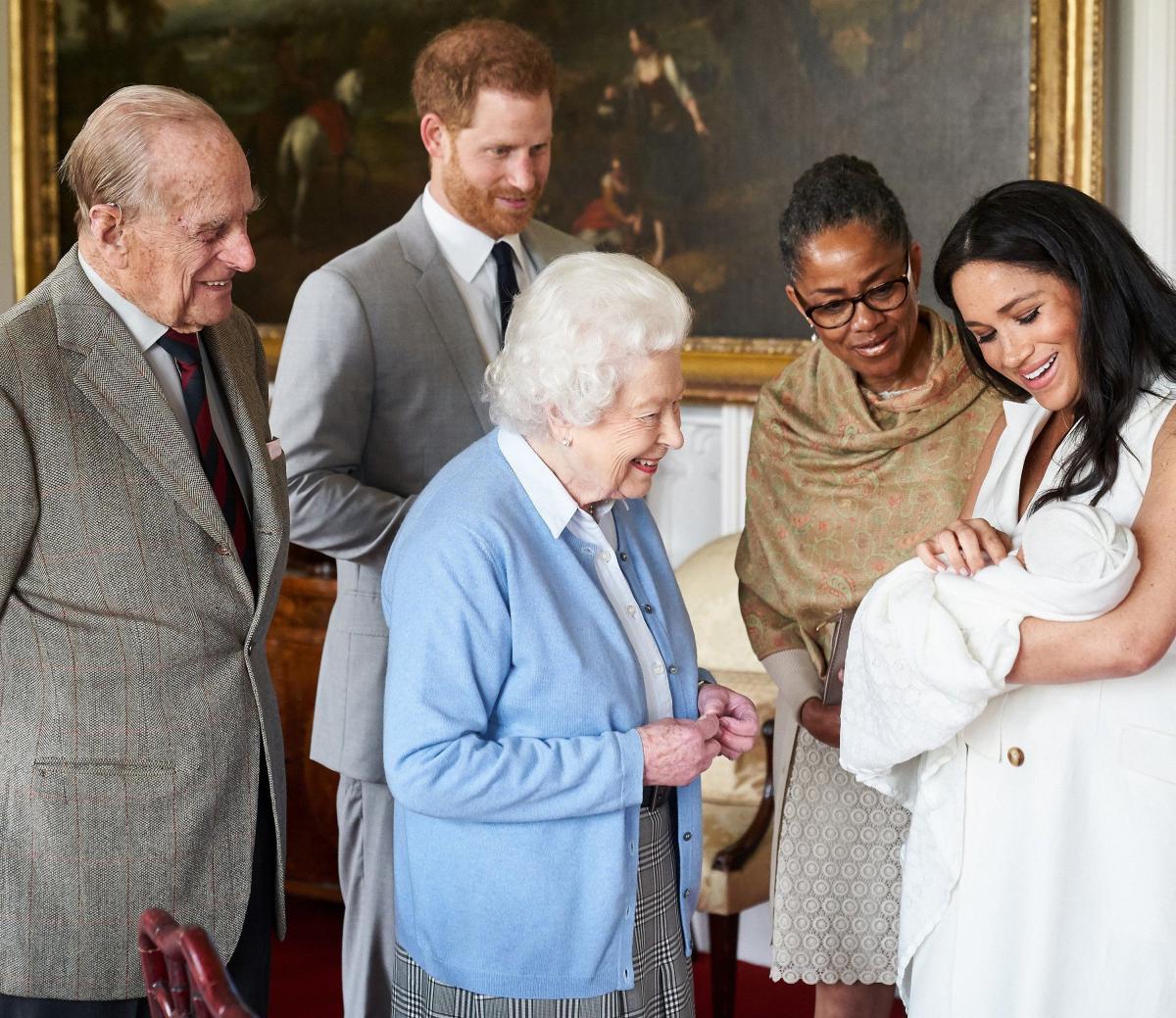 エリザベス女王&フィリップ殿下とアーチーのご対面には、メーガン妃の母ドリア・ラドランも同席