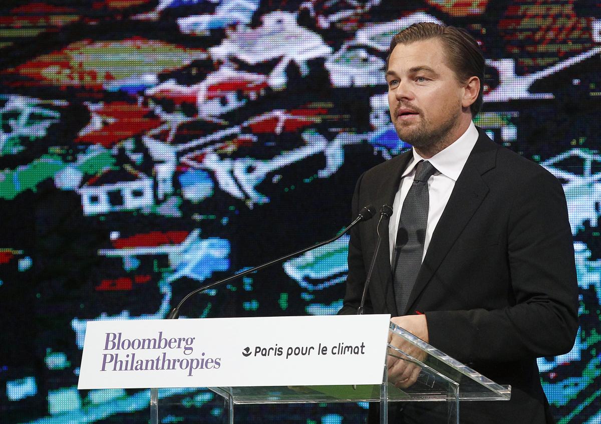 2015年、COP21(国連気候変動枠組条約第21回締約国会議)にてスピーチするレオナルド・ディカプリオ