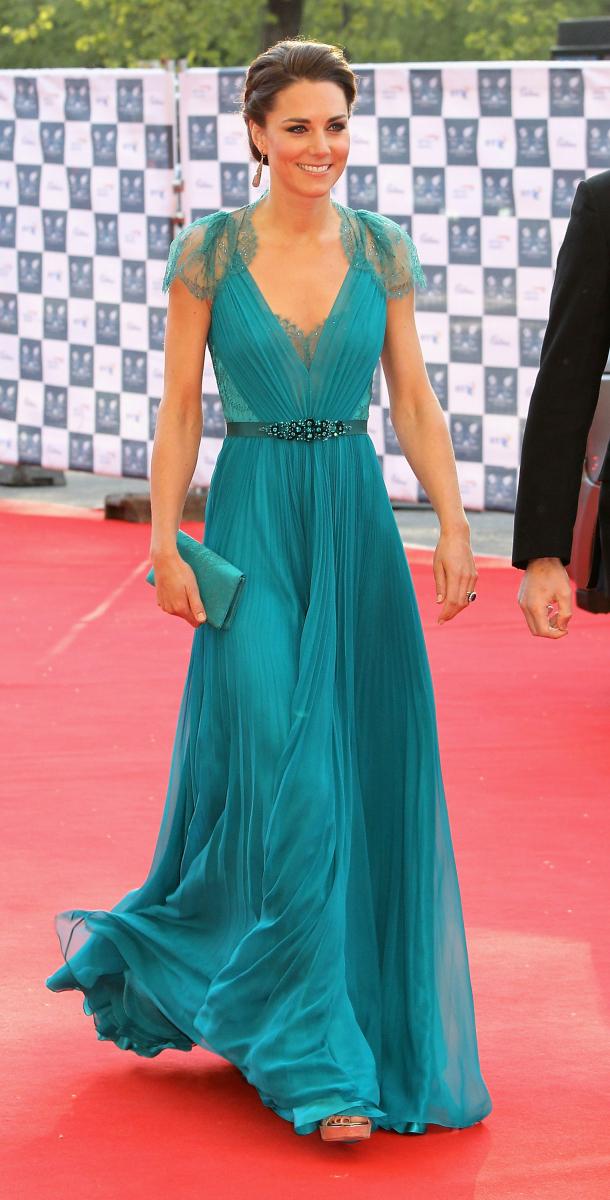 キャサリン妃が着用したジェニー・パッカムのロングドレス