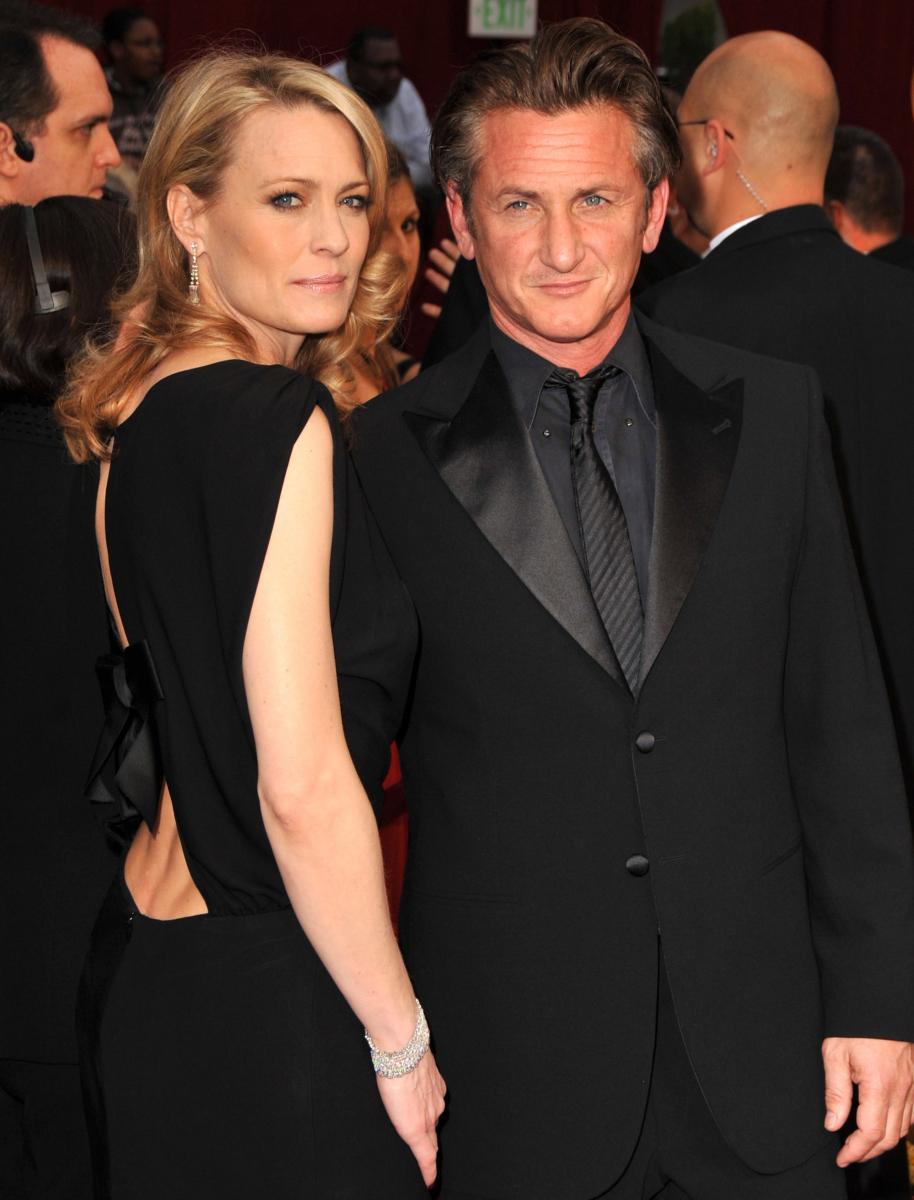 ロビンには2度の結婚・離婚歴があり、前夫ショーン・ペンとの間には2人の子どもがいる。