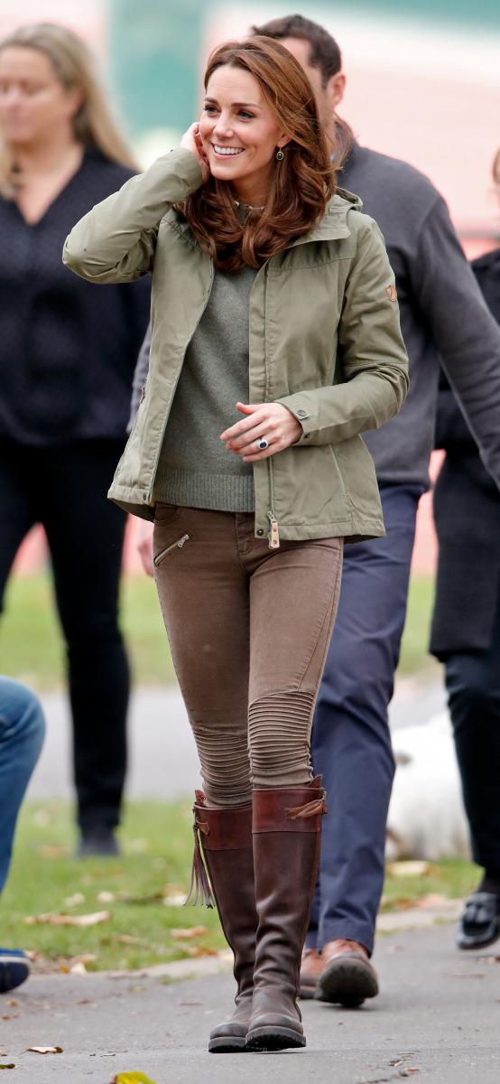 ZARAのパンツを着用したキャサリン妃