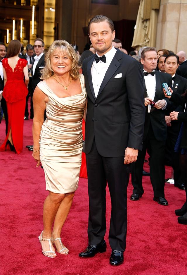 2014年、第86回アカデミー賞の授賞式に母親を連れて出席したレオナルド・ディカプリオ