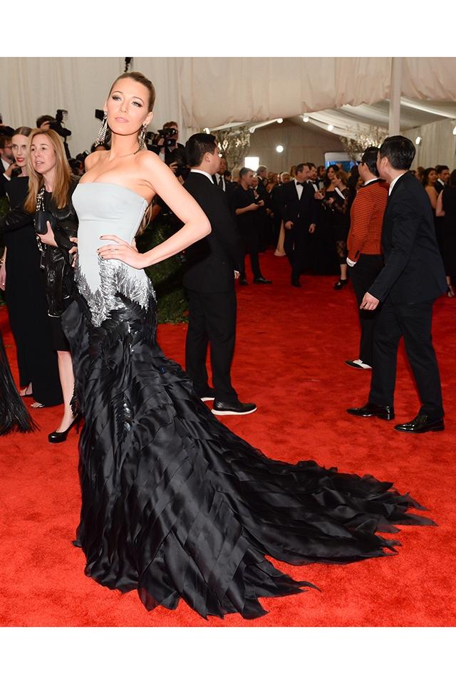 2013年のMETガラにて、グッチ プルミールのドレスを身にまとったブレイク・ライブリー