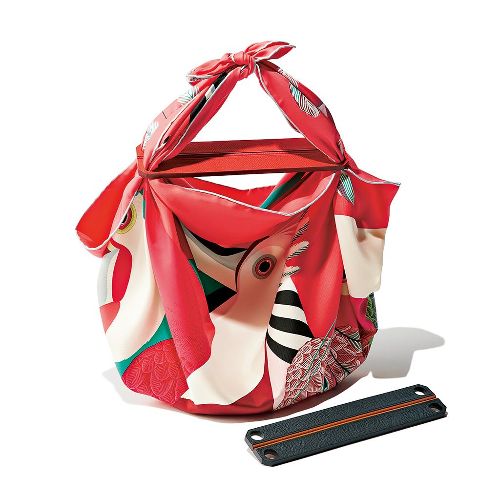 6.スカーフがバッグに変身!