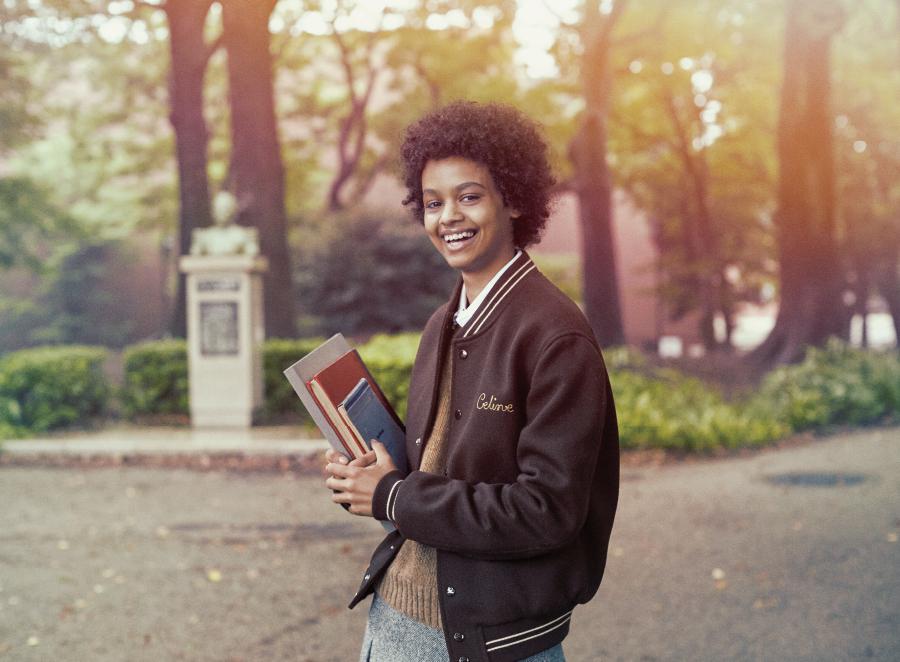 未来への希望あふれるカレッジガール