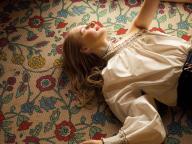 花柄の絨毯で見るスウィートな白昼夢