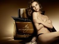 バーバリーのアイコンフレグランス「マイバーバリー」から新たな香りが誕生