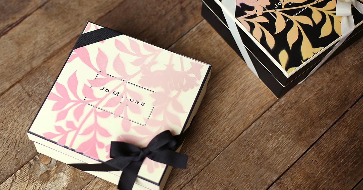 先行販売される「ハニーサックル & ダバナ」を含む、2点以上お買上げの方に、製品の発売を記念した、ハニーサックル & ダバナが描かれたスペシャルボックスを用意